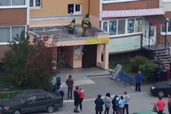 Под Екатеринбургом девушка-подросток выпала из окна многоэтажки