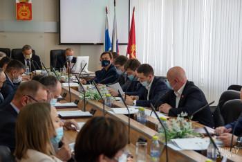 Депутаты Нижнего Тагила увеличили себе представительские расходы на 3000 рублей
