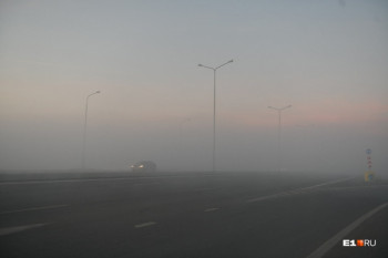 ГИБДД перекрыла два участка трассы Екатеринбург — Курган из-за дыма от торфяника
