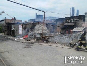 В Нижнем Тагиле тушат крупный пожар в мебельном цехе (ВИДЕО, ФОТО)