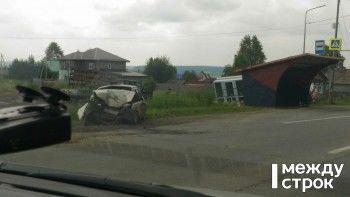 Серьёзная авария с участием грузовика и легковушки произошла под Нижним Тагилом (ФОТО)