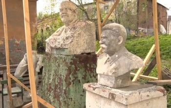«С памятниками воевать не надо». Музейщики объяснили, почему бюсту Сталина самое место в Пионерском сквере
