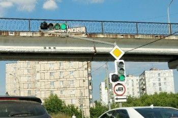 В Нижнем Тагиле дорожники «модернизировали» светофоры полиэтиленовыми пакетами
