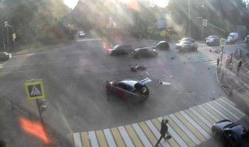 В Нижнем Тагиле в ДТП с мотоциклом пострадали два человека (ВИДЕО)