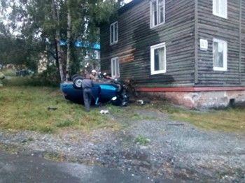 ВКачканаре машина протаранилажилой дом изагорелась