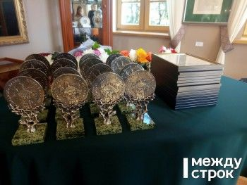 Владислав Пинаев наградил лучших благотворителей Нижнего Тагила