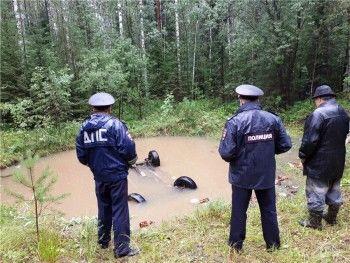 Под Нижним Тагилом в отработанном карьере утонул Chevrolet Niva, водитель погиб