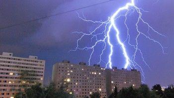 Свердловские синоптики прогнозируют в ближайшие сутки шквалистый ветер, грозы и град
