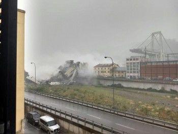 При обрушении автомобильного моста в Италии погибли десятки человек (ФОТО, ВИДЕО)