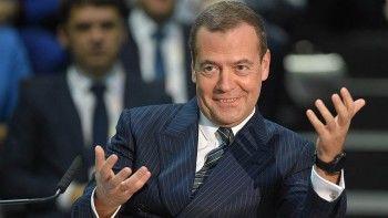 Telegram-каналы назвали возможными причинами «пропажи» Дмитрия Медведева операцию и запой