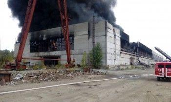 ВНовоуральскегорит здание бывшего завода АМУР