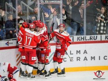 Екатеринбургский ХК «Автомобилист» одержал 11-ю победу подряд и возглавил турнирную таблицу