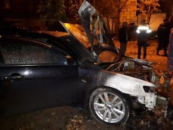 В Нижнем Тагиле ночью сожгли Mitsubishi Lancer