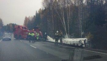 На Серовском тракте из-за перевернувшегося бензовоза «Газпрома» образовалась гигантская пробка (ВИДЕО)