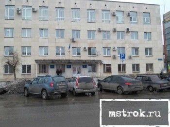 Парковка для чиновников: у администрации ГГО на машины простых тагильчан приклеивают требование не оставлять автомобили