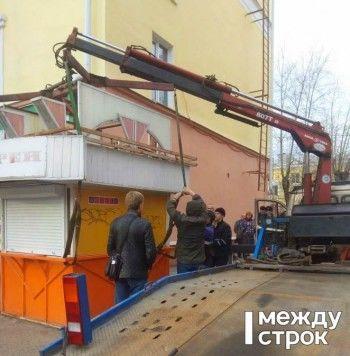 «Ставят препоны для предпринимателей». Мэрия Нижнего Тагила демонтировала ещё один киоск «Спортлото» в центре города