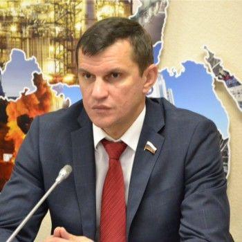 Депутат Госдумы от Нижнего Тагила добился возбуждения административного дела на предпринимателя из-за загрязнения нефтепродуктами воды в Верх-Нейвинске