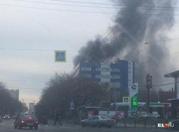 В центре Екатеринбурга загорелся оборонный завод «Вектор» (ВИДЕО)