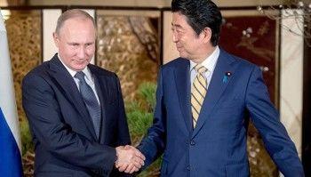 Премьер-министр Японии пообещал Путину не размещать базы США на Курилах в случае передачи части островов