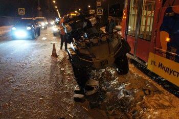 В Нижнем Тагиле произошло тройное ДТП с участием квадроцикла, трамвая и легковушки