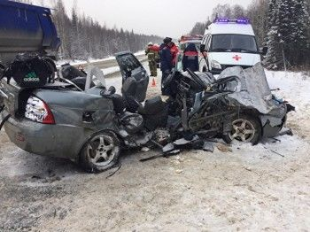 Участок Пермского тракта встал в пробку в обе стороны из-за смертельного ДТП