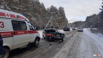 Под Екатеринбургом в лобовом ДТП столкнулись два ВАЗа