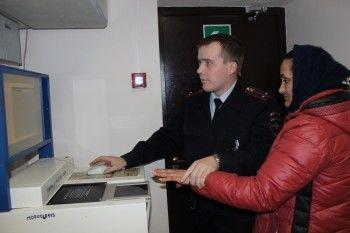 В Нижнем Тагиле задержали цыганку, которая с помощью гипноза обокрала медсестру в поликлинике на 60 тысяч рублей
