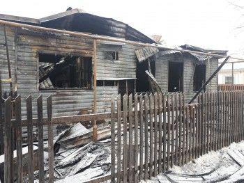 В Нижнем Тагиле из-за пожаров семья с детьми лишилась дома и пострадала одна женщина