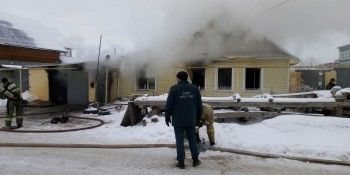 В Каменске-Уральском мужчина спалил соседский дом, пытаясь отремонтировать газовую плиту