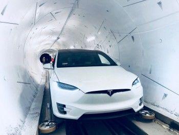 Илон Маск открыл скоростной подземный туннель в США