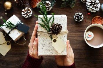 Для мамы, друга и коллеги: восемь идей новогодних подарков, которые точно понравятся вашим близким