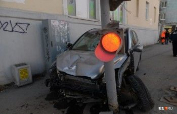 Водителю, сбившему трёх человек на Фурманова, продлили арест