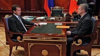 Юрий Чайка попросил Дмитрия Медведева удвоить прокурорам зарплаты