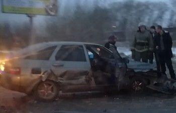 В Нижнем Тагиле на Восточном шоссе Opel врезался в ВАЗ