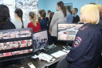 В полиции Нижнего Тагила студентам юрфака показали работу системы «Безопасный город»