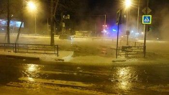 В Нижнем Тагиле из-за коммунальной аварии закрыто автомобильное движение по Черноисточинскому шоссе