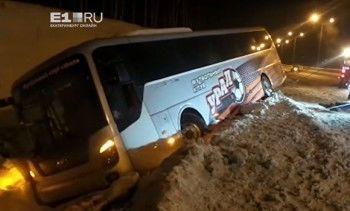 Под Екатеринбургом улетел вкювет автобус футбольного клуба «Урал» (ВИДЕО)