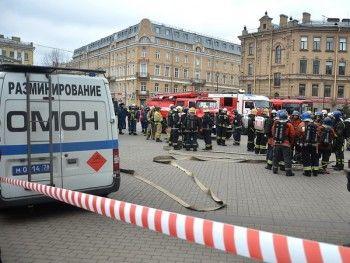 ВСанкт-Петербурге из-за сообщений обомбах эвакуировали торговые центры, школы ирынки