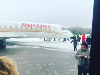 Ваэропорту Воронежа самолёт застрял всугробах