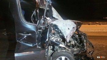 При столкновении микроавтобуса и снегоуборочной техники на Челябинском тракте пострадали трое