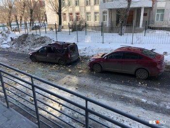 В Екатеринбурге с 15-го этажа многоэтажки рухнул кусок стены (ВИДЕО)