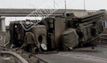 Во Владивостоке перевернулся «КамАЗ» с ракетной установкой (ВИДЕО)