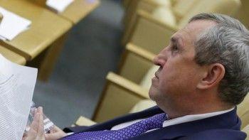 Уральского депутата Госдумы задержали в Екатеринбурге по обвинению в получении взятки в 3 млрд рублей