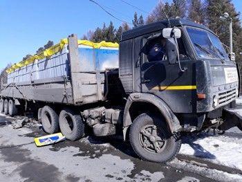 В Екатеринбурге пешехода убило светофором, который снёс КамАЗ