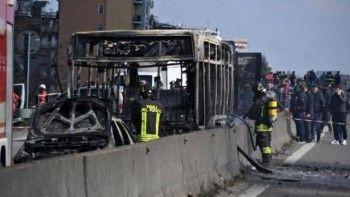 В Италии иммигрант угнал и поджёг автобус со школьниками