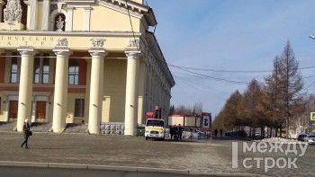 От реконструированного по поручению Путина Нижнетагильского драмтеатра отвалился кусок карниза