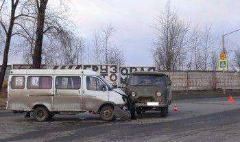 В Нижнем Тагиле маршрутная «Газель» врезалась в УАЗ