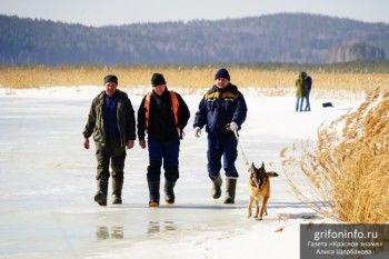 Волонтёры нашли вещи одного из пропавших на Исетском озере рыбаков