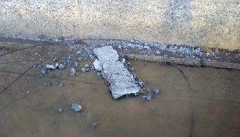 ВСевероуральске наподростка сжилого дома упал кусок крыши