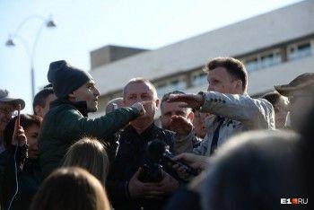Экс-главред портала Е1 Ринат Низамов обратился вМВД из-за анонимных угроз после митинга засквер